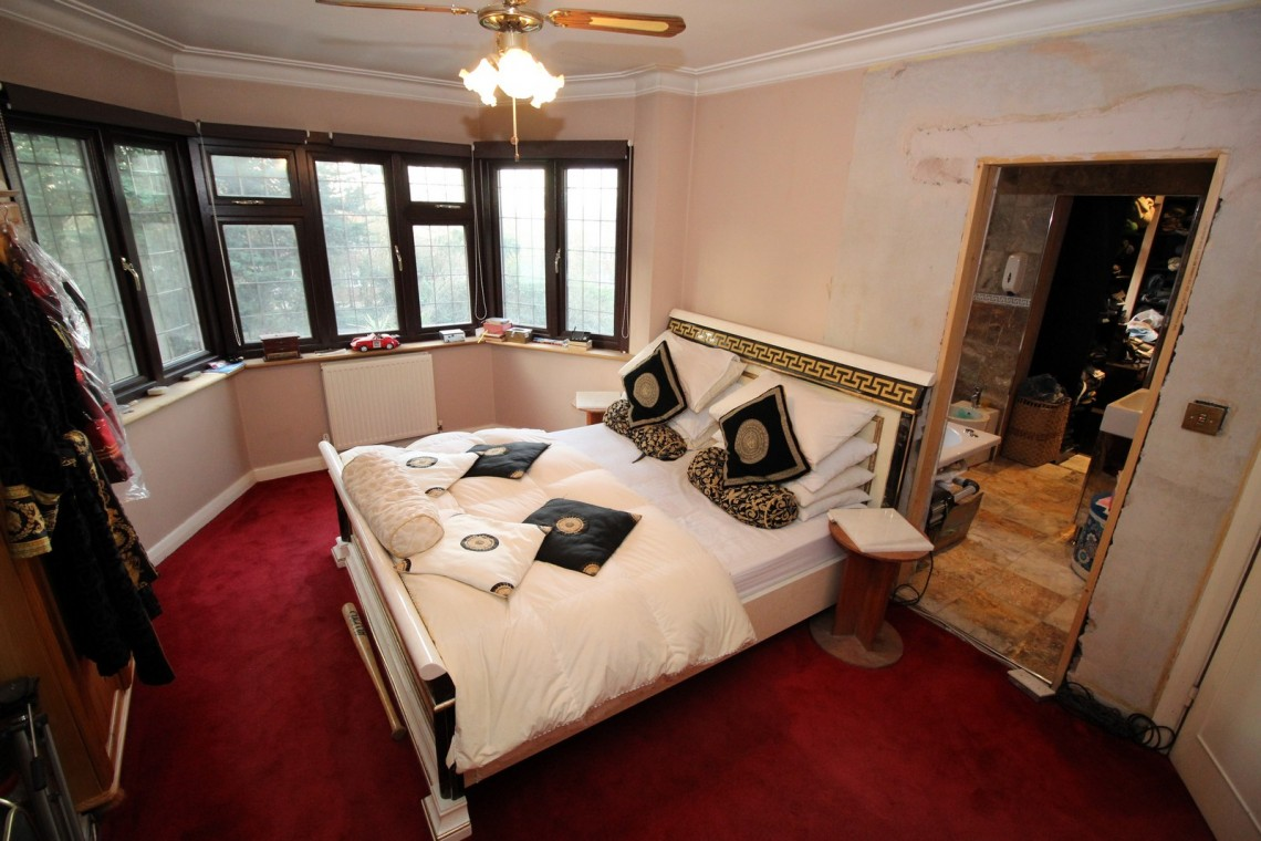 Spacious Semi With Opulent Interior For Filming