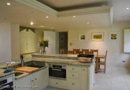 Kitchen (Cream or White units)