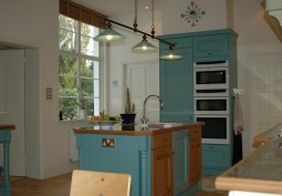Kitchen (Coloured units)