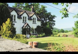 Farm House And Cottages Available For Filming