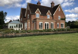 Victorian Farm House With Swimming Pool Available For Filming