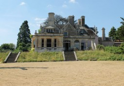 Glocs: Isolated Manor House For Filming