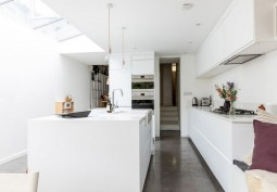Kitchen (Cream or White units),Kitchen (Modern)