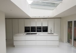 Kitchen (With Island),Kitchen (Cream or White units),Kitchen (Modern)