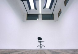 White Studio with Infinity Cove Available For Filming
