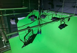 Green Studio With Full Infinity Cove Available For Filming