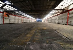 Large Gritty Warehouse For Filming
