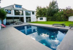 Swimming-pool, House / Cottage Exterior