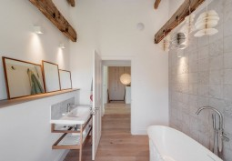 Bathroom (Double Bath)