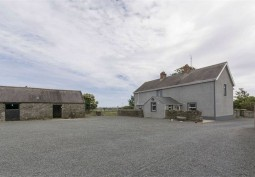 Farmhouse With Outbuildings For Filming