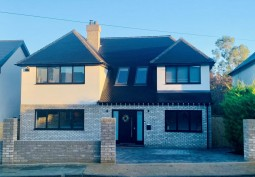 Contemporary Detached Home For Filming