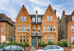 Ground Floor Apartment In London For Filming