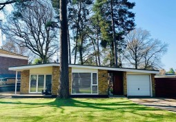 Bungalow In Berkshire For Filming