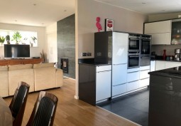 Kitchen (With Island),Kitchen With Table, Kitchen (White units)