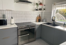 Kitchen (Coloured units),Kitchen (Electric/Induction Hob)