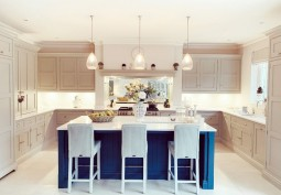 Kitchen (With Island),Kitchen (Cream or White units),Kitchen (Coloured units),Kitchen (Modern),Kitchen With Table, Kitchen (Electric/Induction Hob)