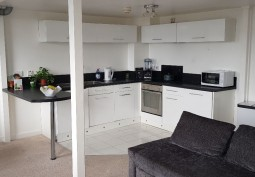 Flats / Appartments, Kitchen (Cream or White units),Coronavirus-Friendly, Kitchen (Electric/Induction Hob)