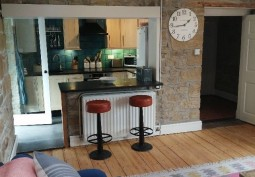Kitchen (With Island),Kitchen (Wooden Units),Kitchen (Electric/Induction Hob)