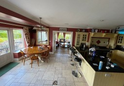 Kitchen (With Island),Kitchen (Wooden Units),Kitchen With Table