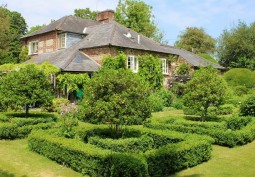 Country House With Grounds For Filming