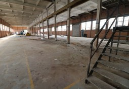 Large Partially Refurbished Warehouse For Filming